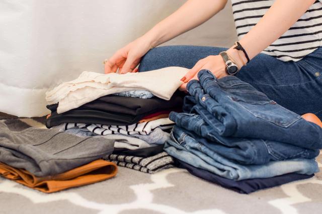 roupas arrumar a mala viagem