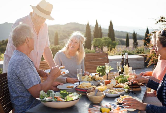 alimentação saudável, amigos, culinária, terceira idade, maturidade