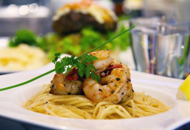 massa com frutos do mar pratos gregos