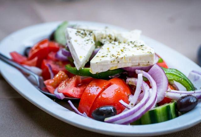 salada grega pratos gregos