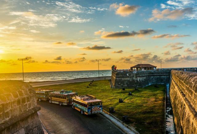 pôr do sol cafe del mar cartagena colômbia