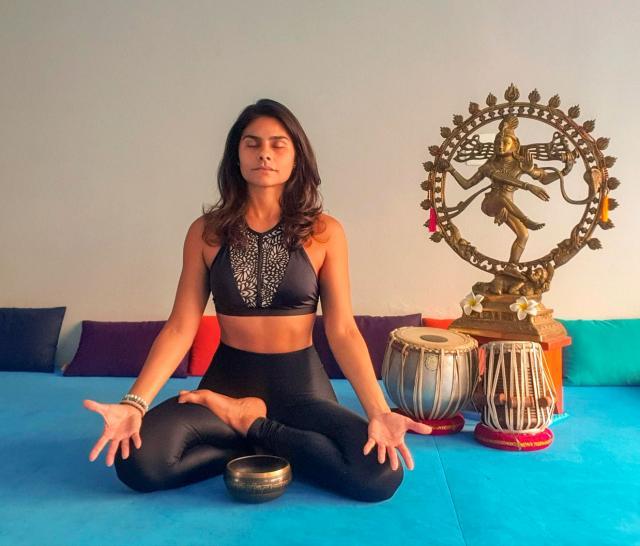 instrutora de ioga Ana Paula Brasil