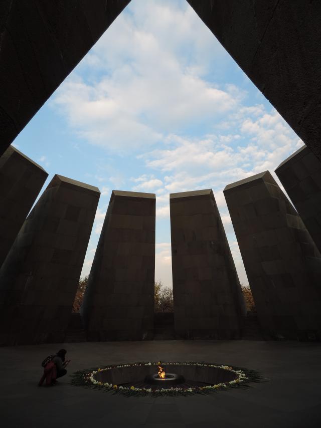 Tsitsernakaberd memorial do genocídio armênio Cáucaso